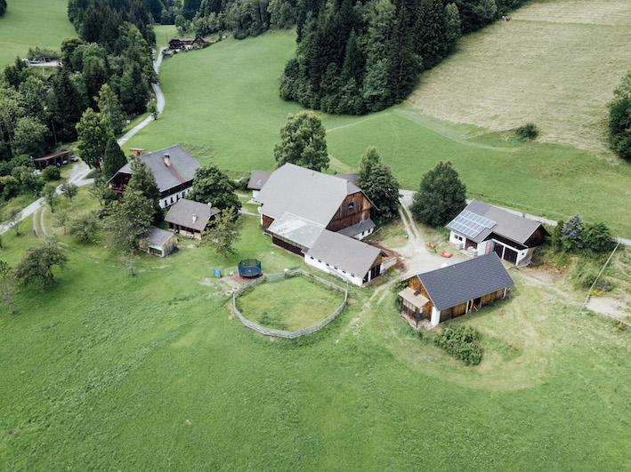 Auszeit am Bauernhof in Kärnten, Flugperspektive
